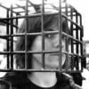 2006-donna in gabbia 2